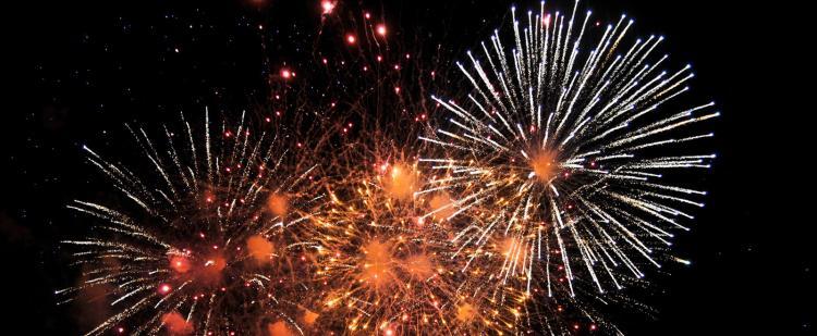15-aout-2021-fete-var-83-feu-artifice-famille-bal-festivites